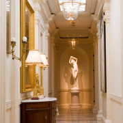 Скульптура в классическом интерьере