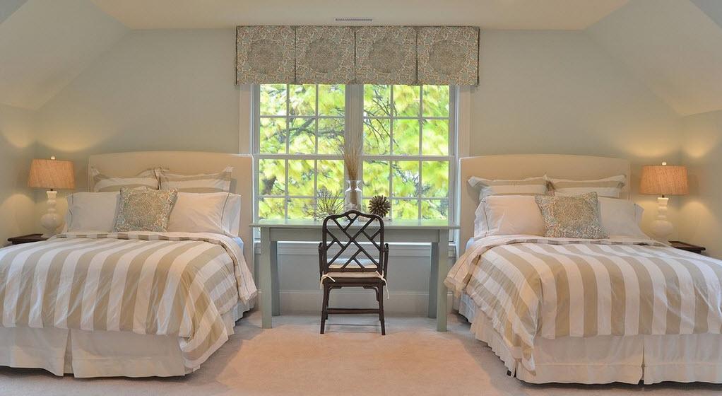 Спальня с двумя кроватями дизайн