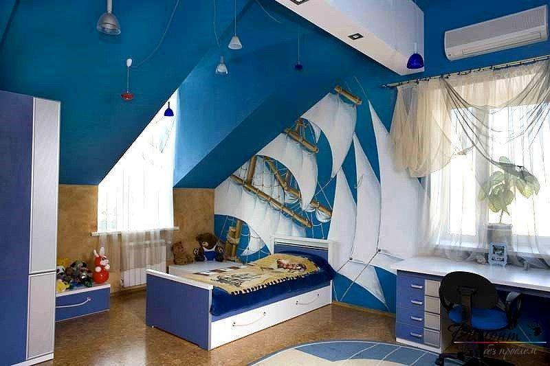 Голубые мотивы в комнате мальчика