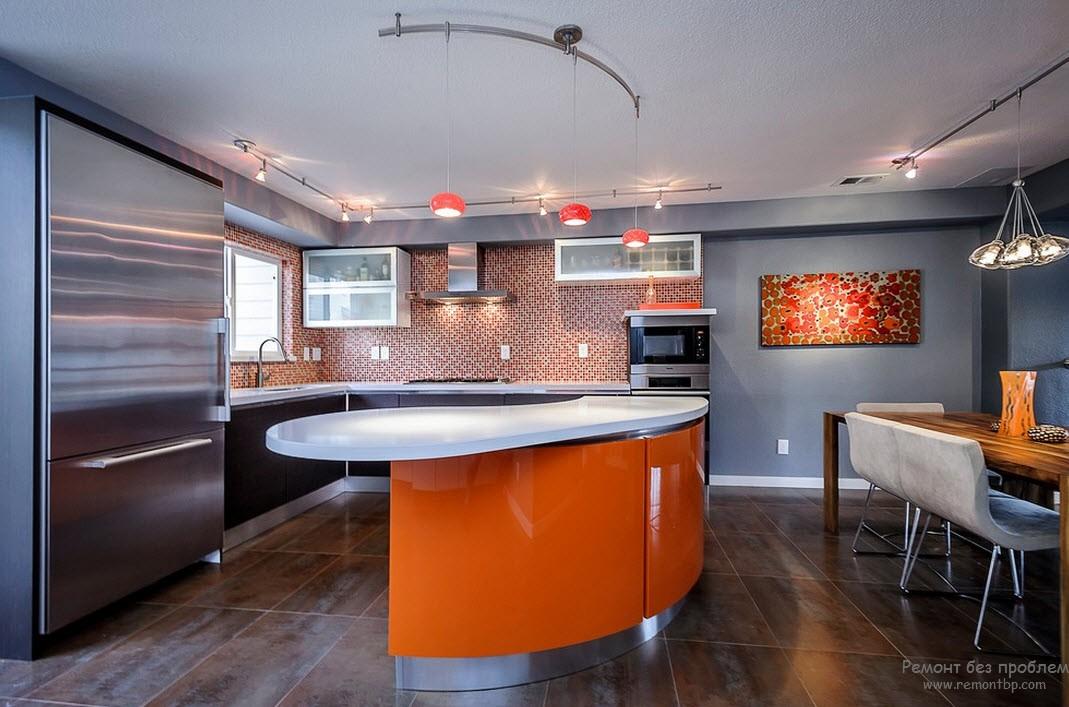 Оранжево-серый интерьер, в котором оранжевый использован в качестве акцента