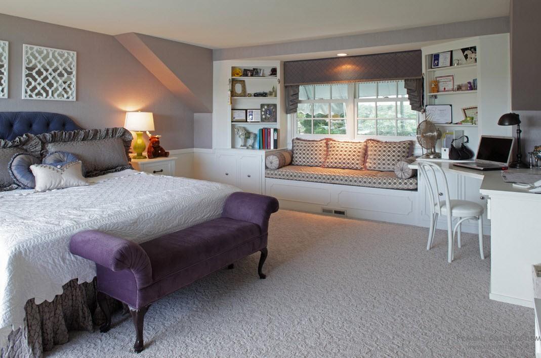 Фиолетовая мебель в спальне