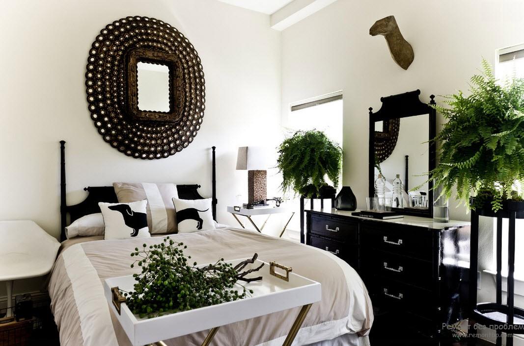 Растения в черно-белой спальне