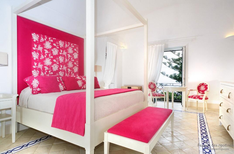 Светлая розовая спальня