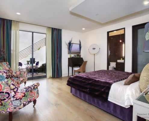 Мебель в интерьере фиолетовой спальни