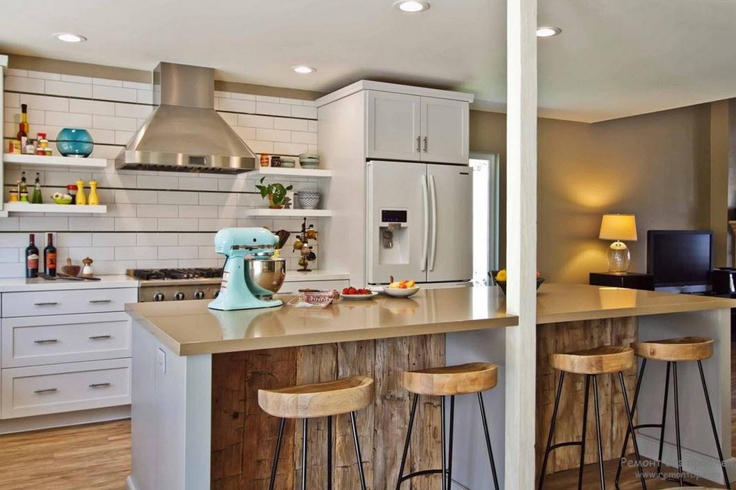 Сочетание деревянных элементов с современной мебелью
