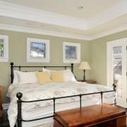 Дизайн спальни с маленькими окнами