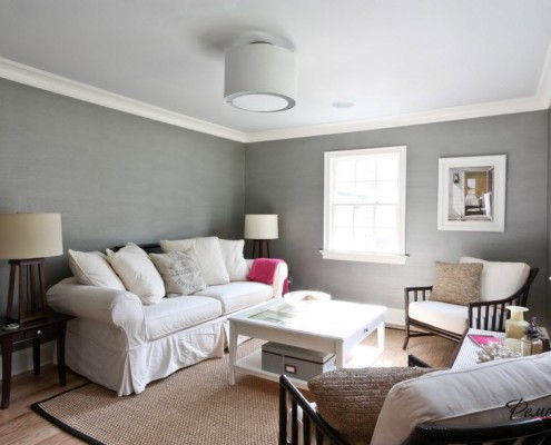 Потолок «приподнят» за счёт более светлой окраски