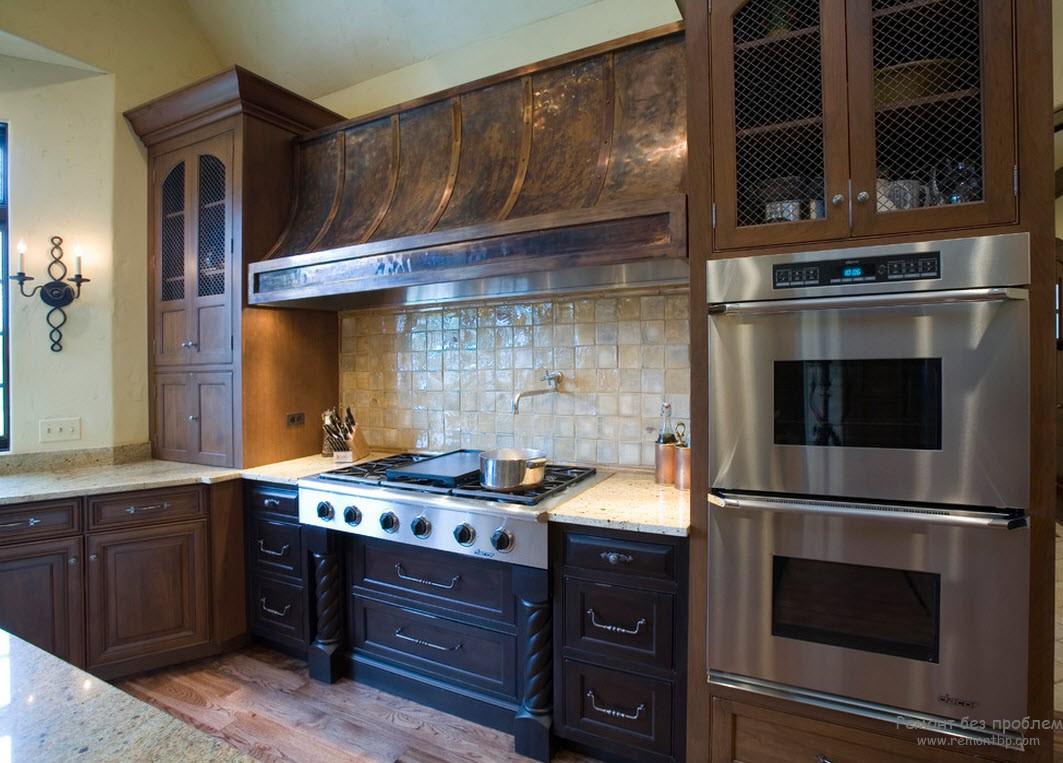 Металл с деревом - прекрасное сочетание для интерьера кухни