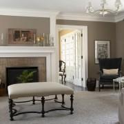 Элегантное сочетание серого с белым в интерьере гостиной