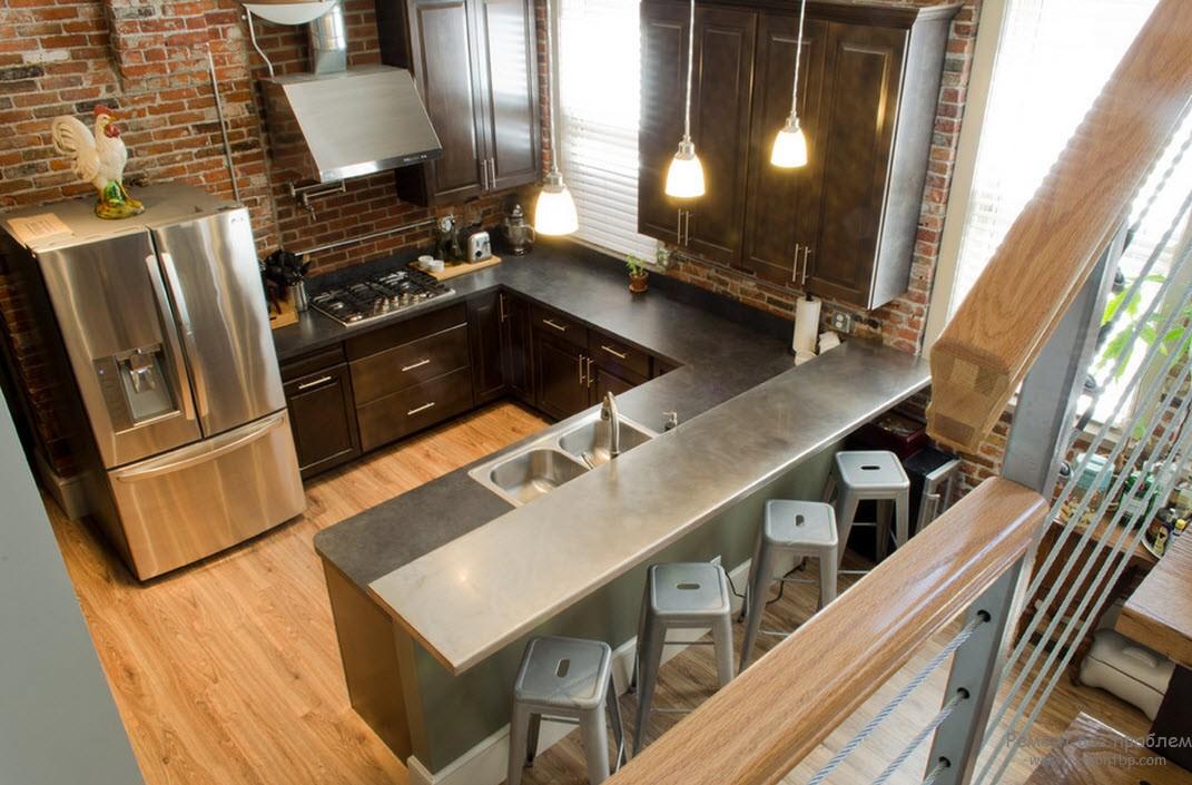 Металлическая бытовая техника и сантехника эффектно смотрятся в интерьере кухни
