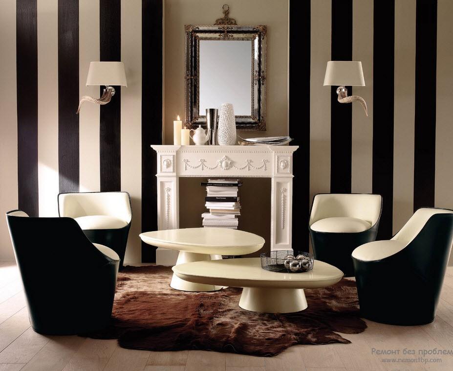 Контрастные вертикальные черно-белые полосы в черно-белом интерьере гостиной