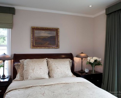 Спальня с оливковыми шторами