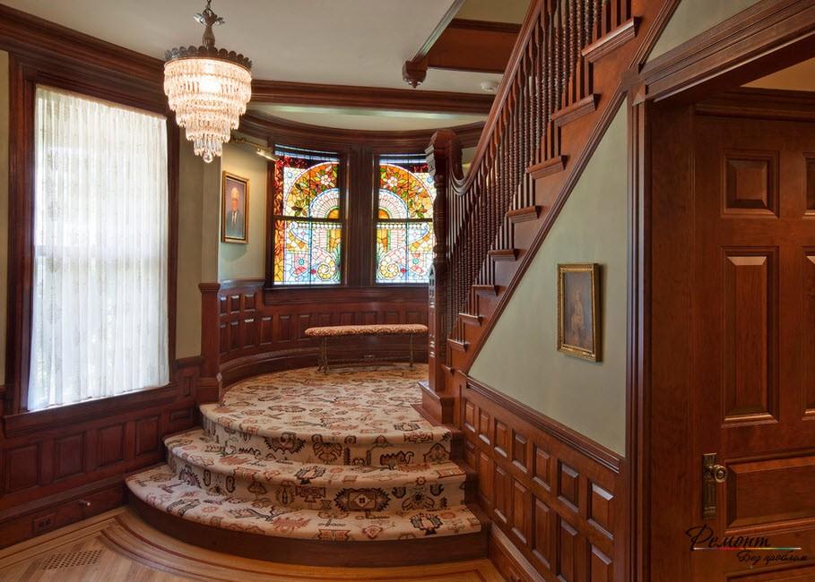 Интересное оформление лестницы