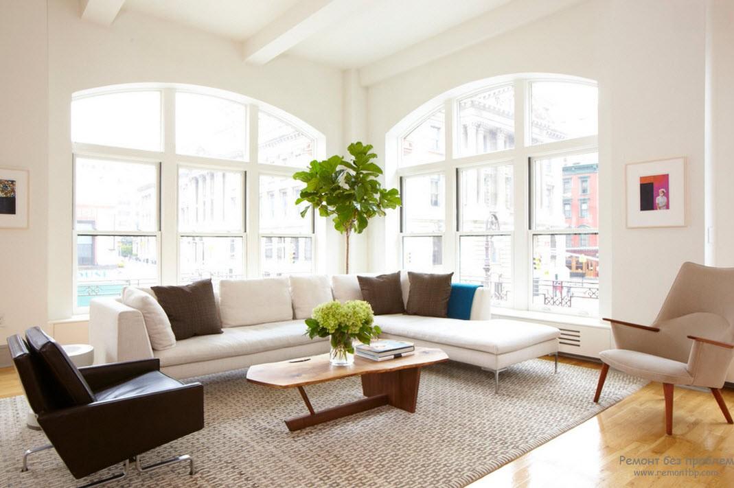 Низкая мебель, большие окна и живые растения - основа эко стиля
