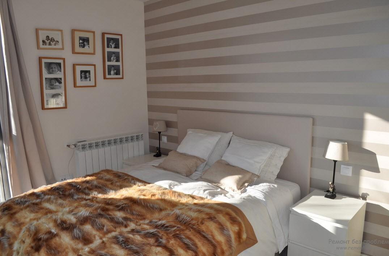 Благородный интерьер спальни с отделкой одной стены горизонтальными полосами