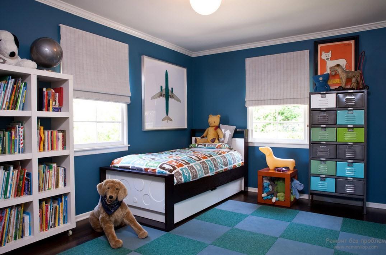 Комната для мальчика, оформленная в синей цветовой гамме