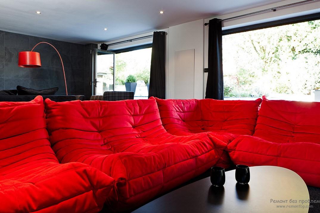 Красное и черное в гостиной
