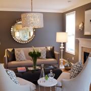 Классическое серо-белое сочетание в интерьере гостиной