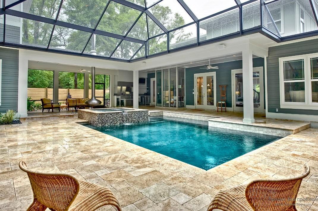 Эффектный дизайн бассейна со стеклянной крышей