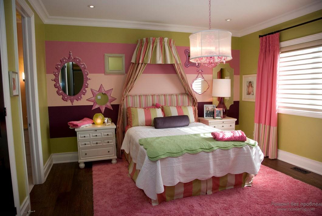 Розовый интерьер в комнате