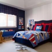 Сине-белый интерьере комнаты для маленького мальчика