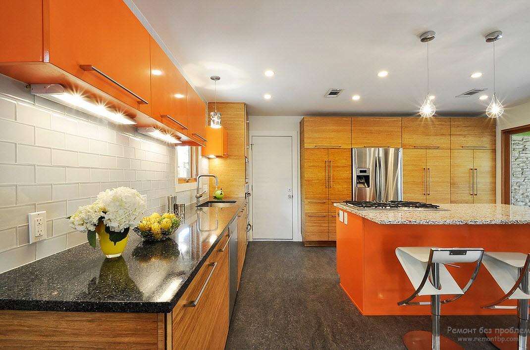 Точечные и другие подсветки для освещения оранжевой кухни