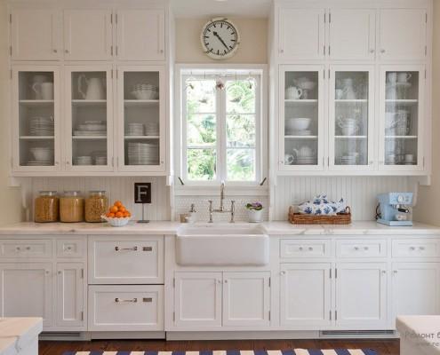 Изысканная и элегантная кухня в белом варианте