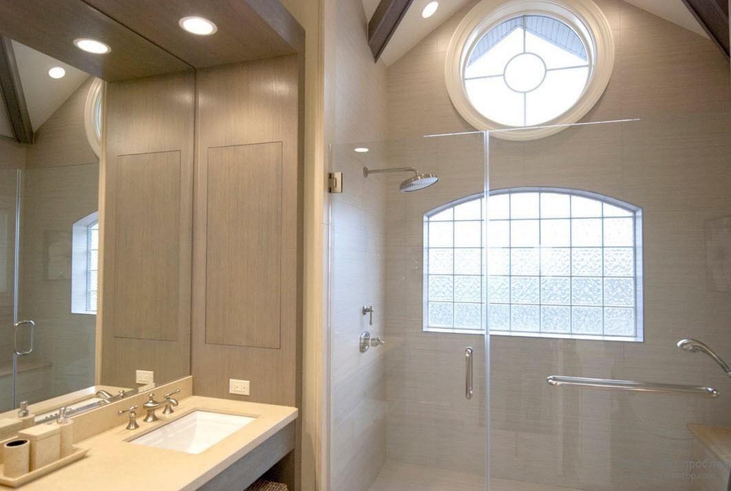 Окно-люк в в ванной