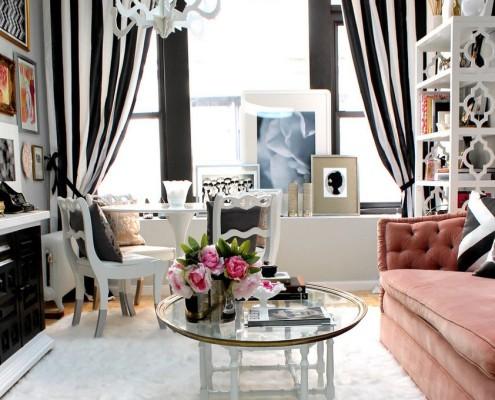 Экзотика в черно-белой гостиной