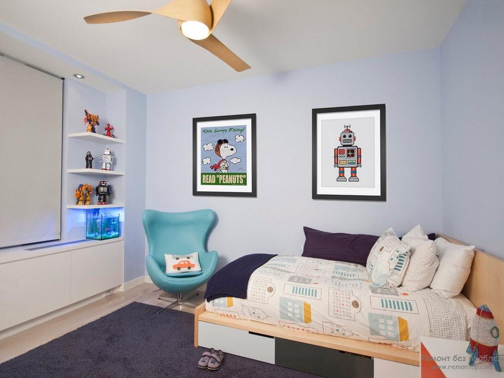 Минимум мебели в интерьере комнаты для мальчика