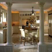 Роскошные колонны в классическом стиле
