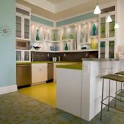 Кухня в спокойных тонах