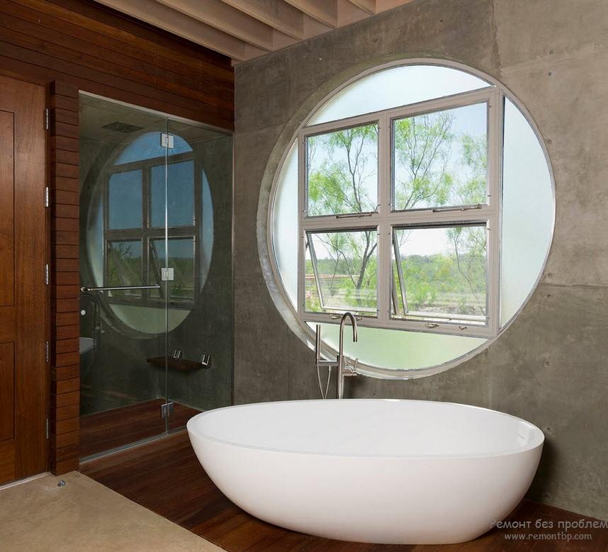 Ванная с необычным окном