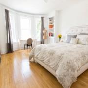 Просторная спальня в французском стиле