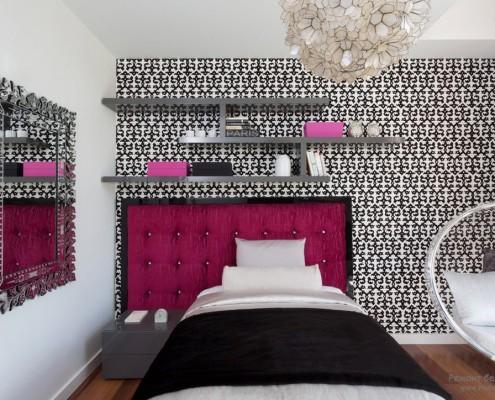Темно-розовый интерьер спальни