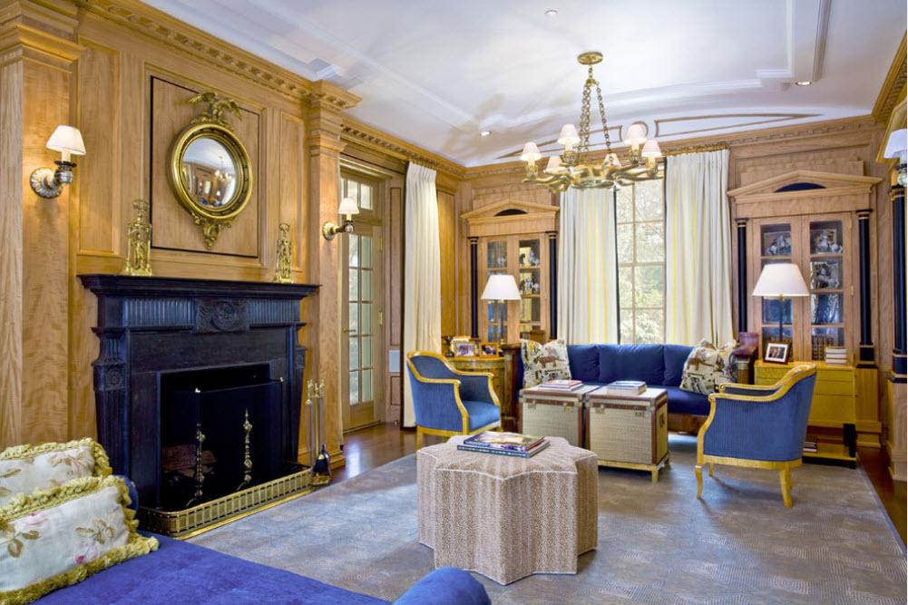 Классическая мебель с синей обивкой и позолотой