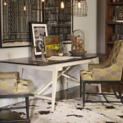 Оригинальный стол, изящные стулья