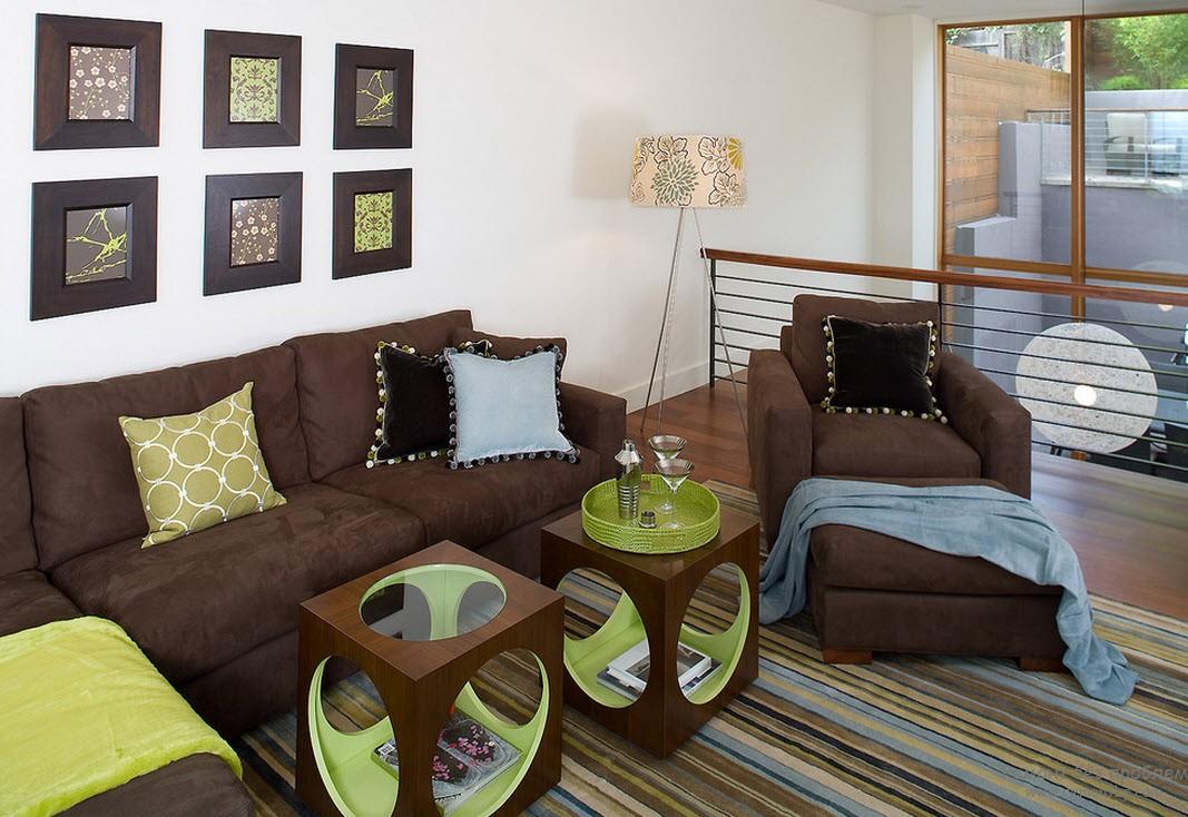 Коричневый с природным зеленым - великолепное сочетание для гостиной