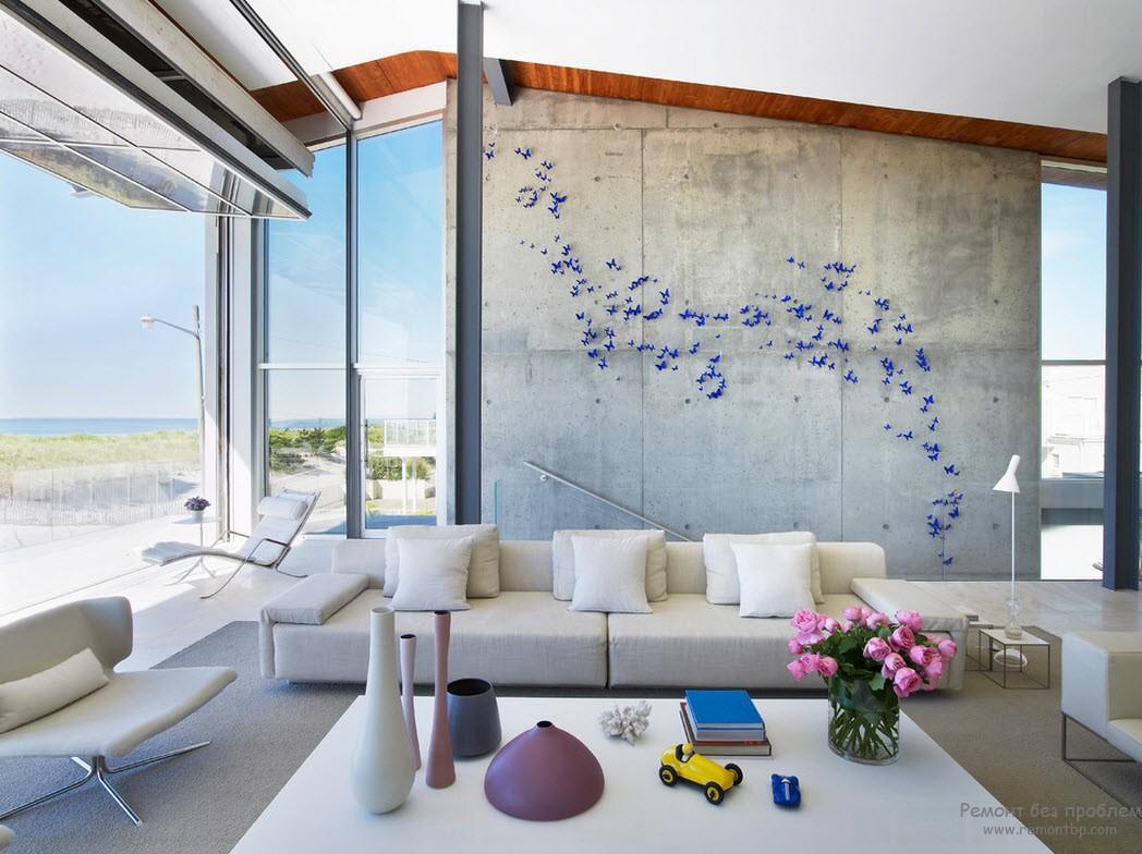 Бабочки на стене в гостинной