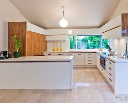 Чётко ограниченная с помощью предметов мебели зона кухни