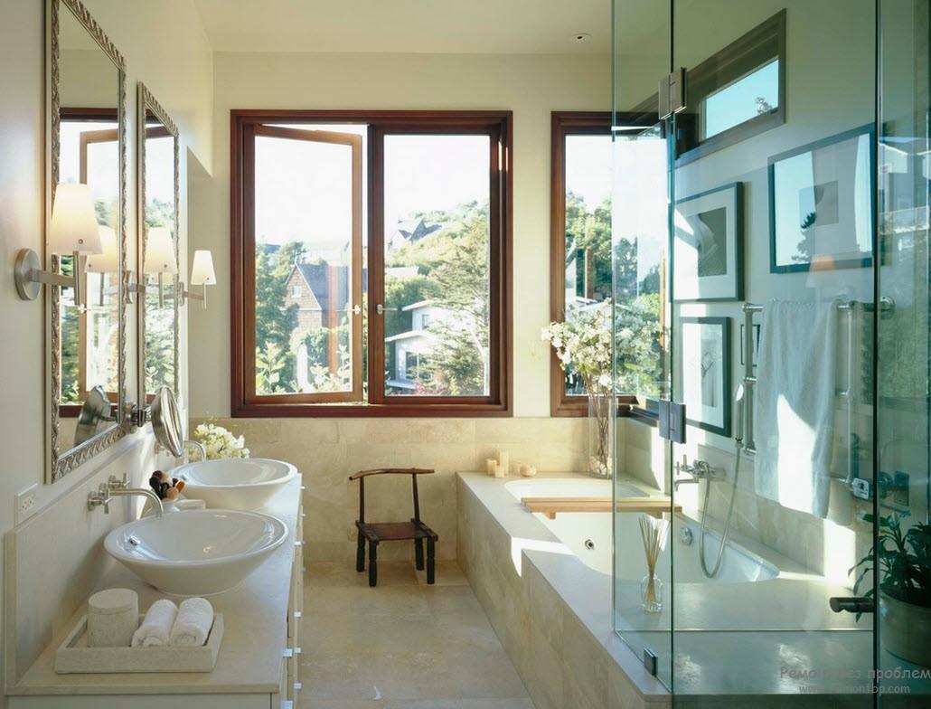 Фото дизайна маленькой ванной комнаты с окном
