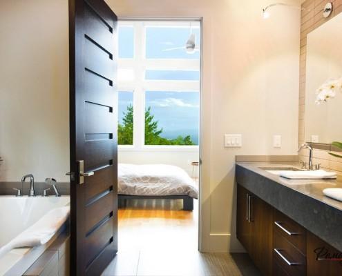 Сочетание мебели и двери