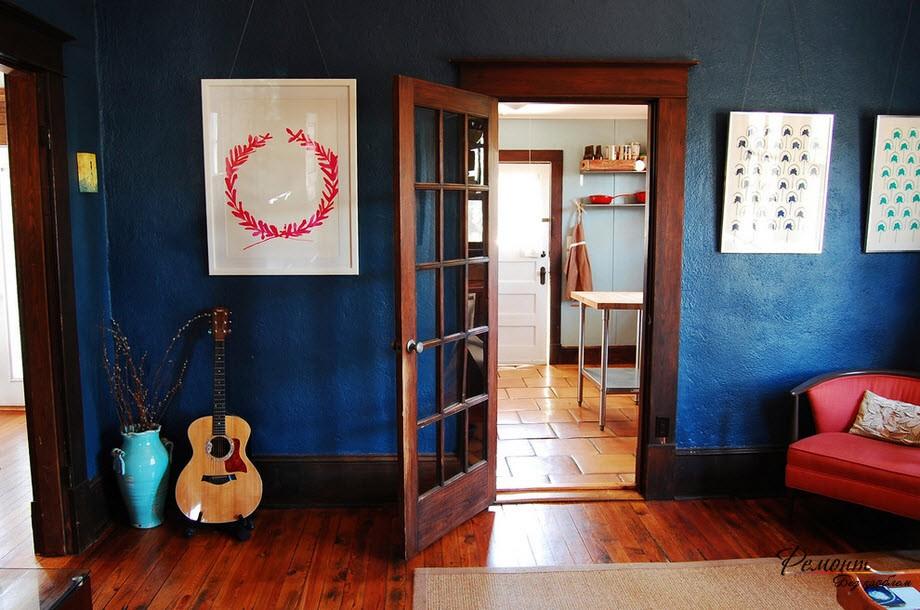 Легкая дверь в интерьере