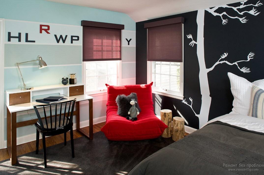 Оригинальный интерьер комнаты для мальчика с темой природы в черно-белом цвете
