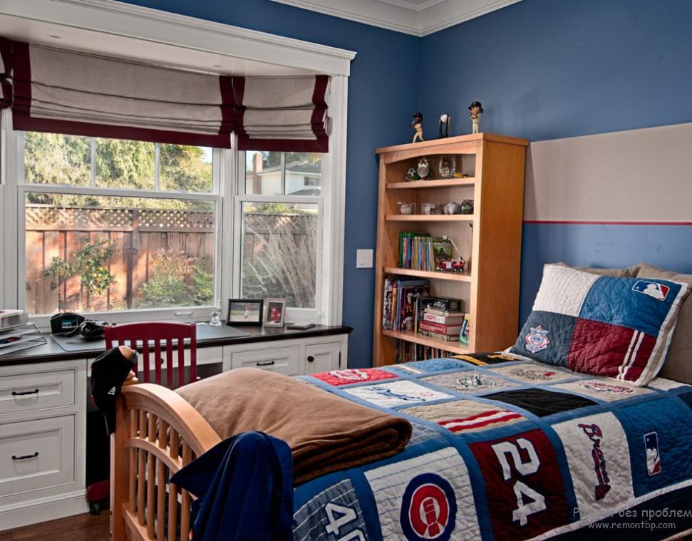 Интерер комнаты для мальчика, выполненный в спортивной тематике