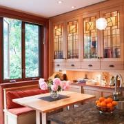Оформление гостиной с использованием витражей