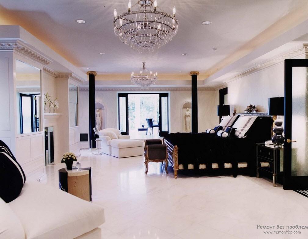 Черно-белая спальня в греческом стиле