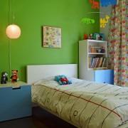 Зеленый цвет в интерьере комнаты для мальчика