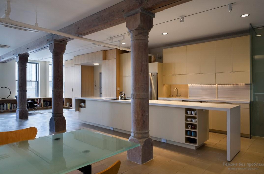 Отделение кухни от столовой при помощи колоннады