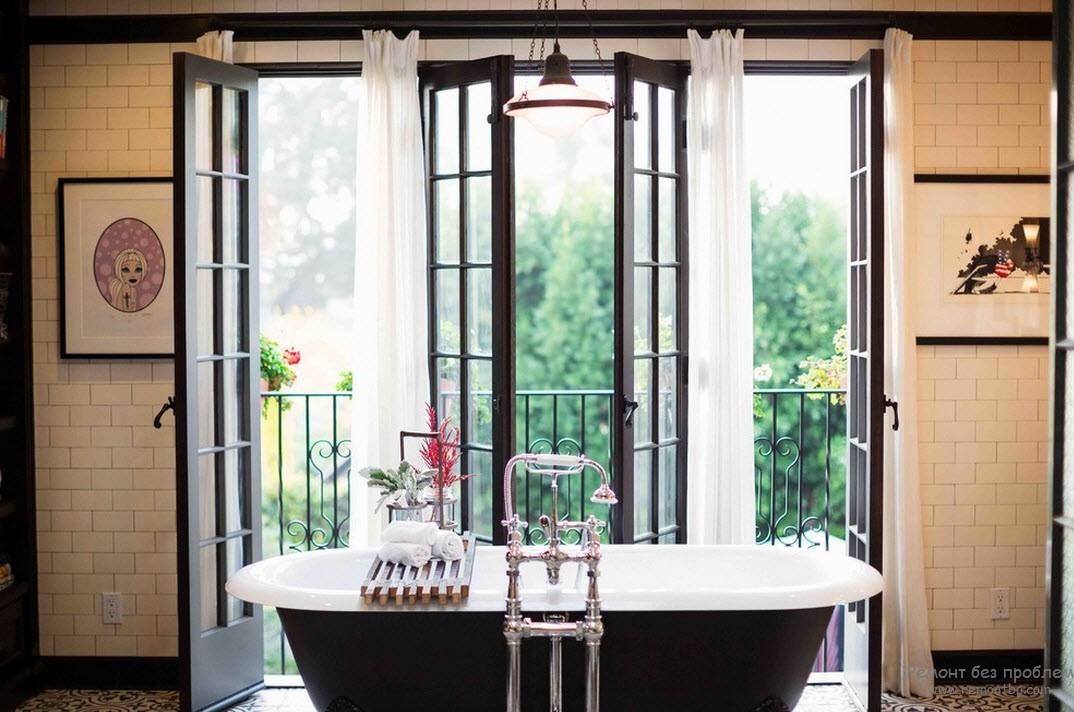 Ванная комната с выходом на балкон